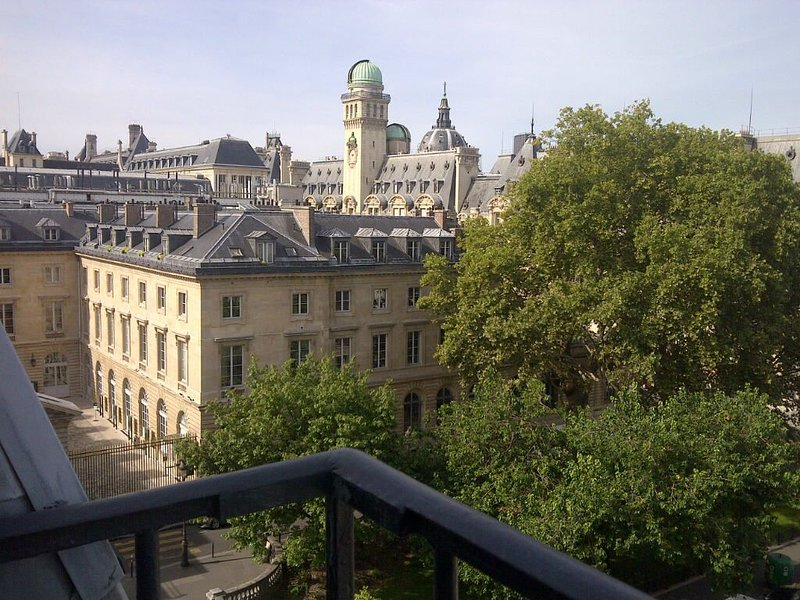 Smart And Large Studio, Amazing Views, Modern, Sunny, Comfortable, Best-Located, Ferienwohnung in Paris