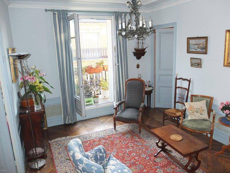 Bel appartement hausmanien dans le chic 16ème arrondissement. Immeuble calme., holiday rental in Boulogne-Billancourt