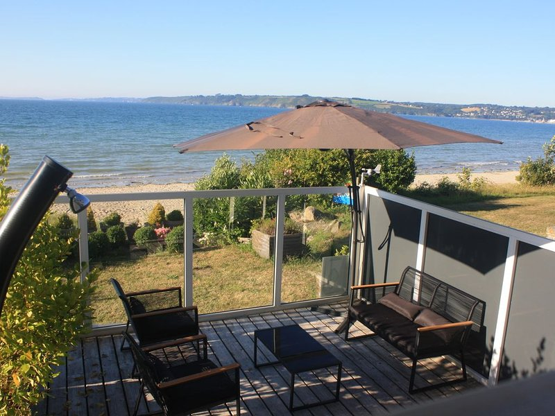 Exceptionnel duplex vue mer accès direct plage SPA, vacation rental in Ploumilliau