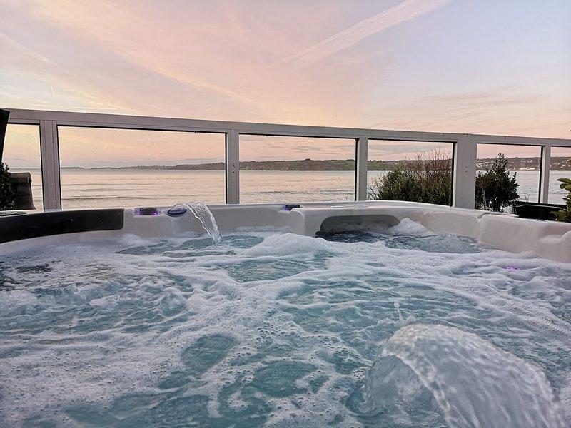 Appartement exceptionnel vue mer les pieds dans l'eau SPA, vacation rental in Ploumilliau