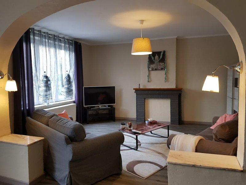 Chaleureux duplex totalement rénové à 10 min du centre de Liège, holiday rental in Faimes