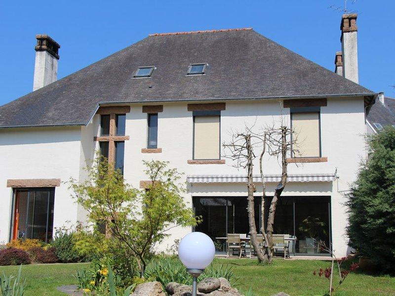 Spacieuse maison  et jardin clos, au cœur du centre ville de Lannion, aluguéis de temporada em Lannion