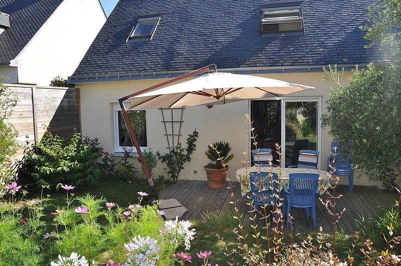 Maison Auray, jardin privatif proche centre ville., casa vacanza a Auray
