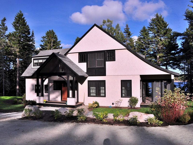 2016 Cottage, Oceanfront Tranquility, Semi-Luxury Amenities, Walk To Acadia Park, vacation rental in Seal Harbor