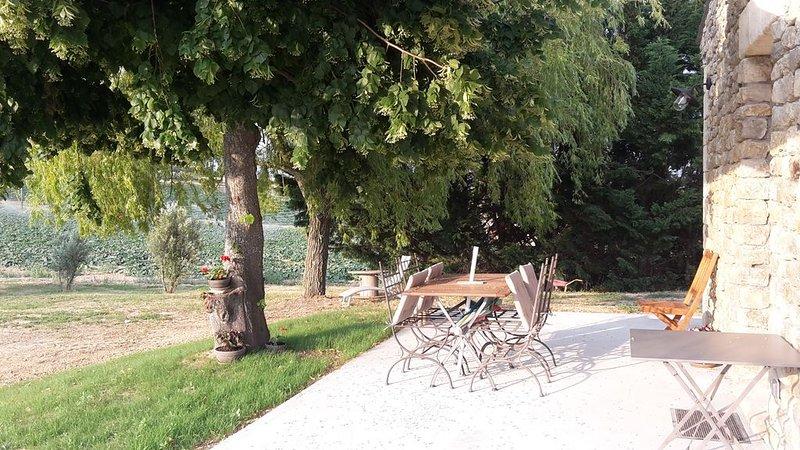 Joli gite en campagne dans un mas en Provence, location de vacances à Niozelles