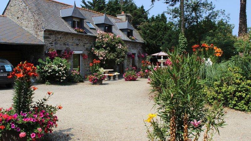 Gîtes de Charme dans le Manoir de La Fontaine Ménard en Baie de Saint Brieuc, location de vacances à Quessoy