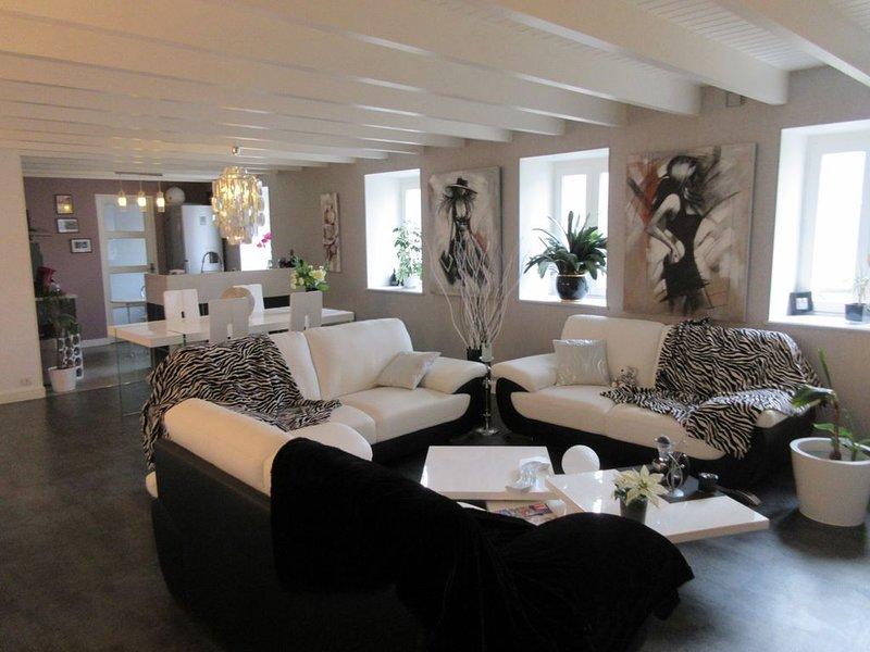 Maison Appart Centre ville avec jardin clos privé, location de vacances à Landerneau