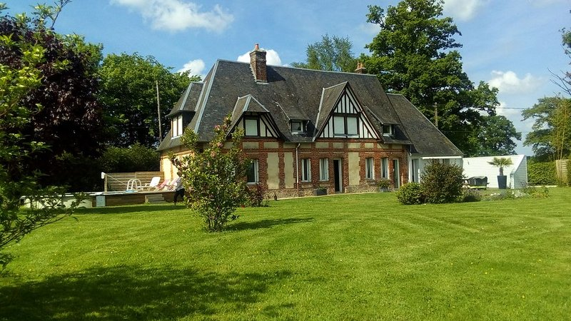 Maison normande de charme 12 personnes entre ville et campagne, holiday rental in Fontaine-le-Bourg