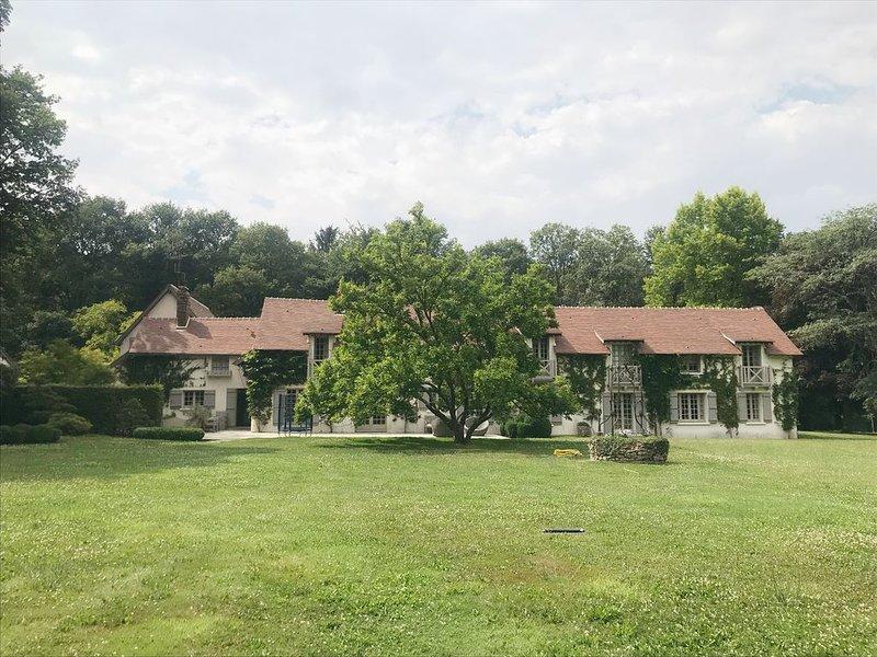 Domaine de charme à Adainville - Maison entière, location de vacances à Saint-Lubin-de-la-Haye