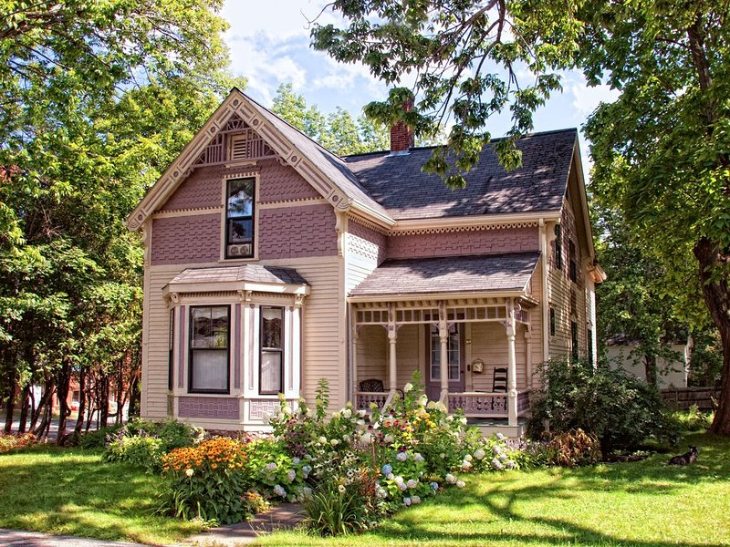 Beautiful Victorian in Belfast, Maine, holiday rental in Searsport