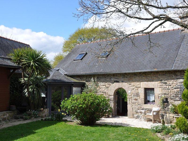 Demeure Chic et Cosy 'ESPRIT DE FAMILLE' Langonnet, internet WIFI, vacation rental in Carhaix-Plouguer