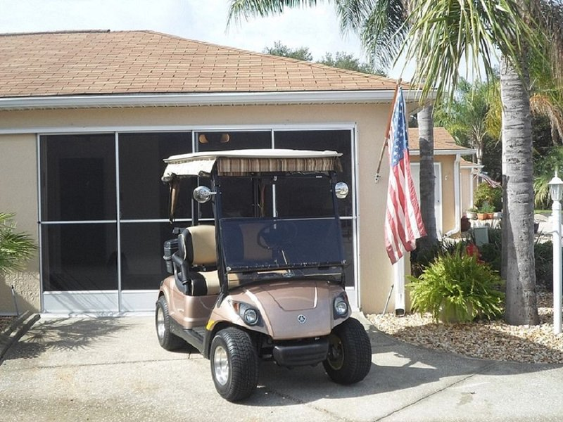 Spanish Springs area Courtyard Villa w/Golf Cart & Clubs, holiday rental in Eastlake Weir