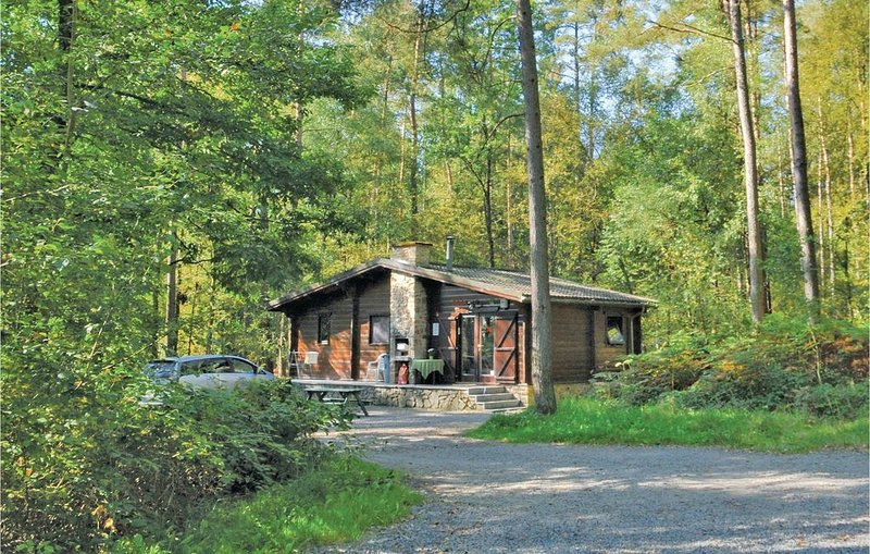 2 Zimmer Unterkunft in Viroinval, holiday rental in Haybes