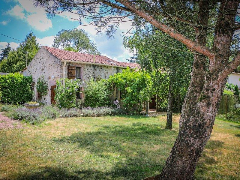 Gite 'les lavandes' Vendée, holiday rental in Montournais
