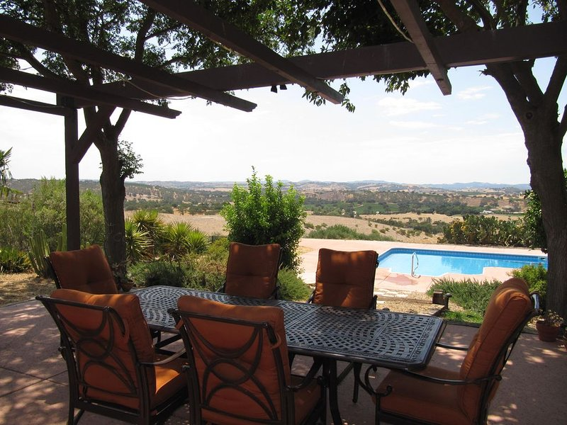 Tennis court, pool, and much more on 17 acres!, casa vacanza a Paso Robles
