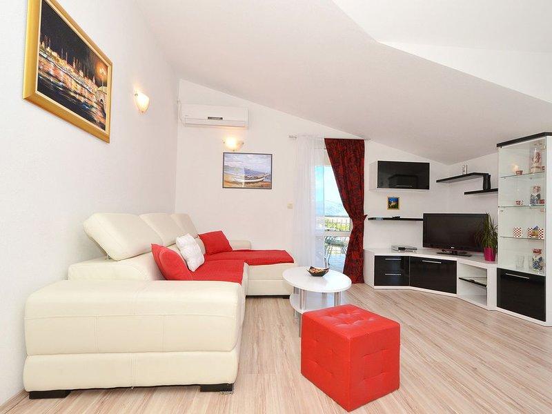 Appartement avec vue sur la mer superbe, entièrement équipée, 150m de la plage, holiday rental in Ciovo Island