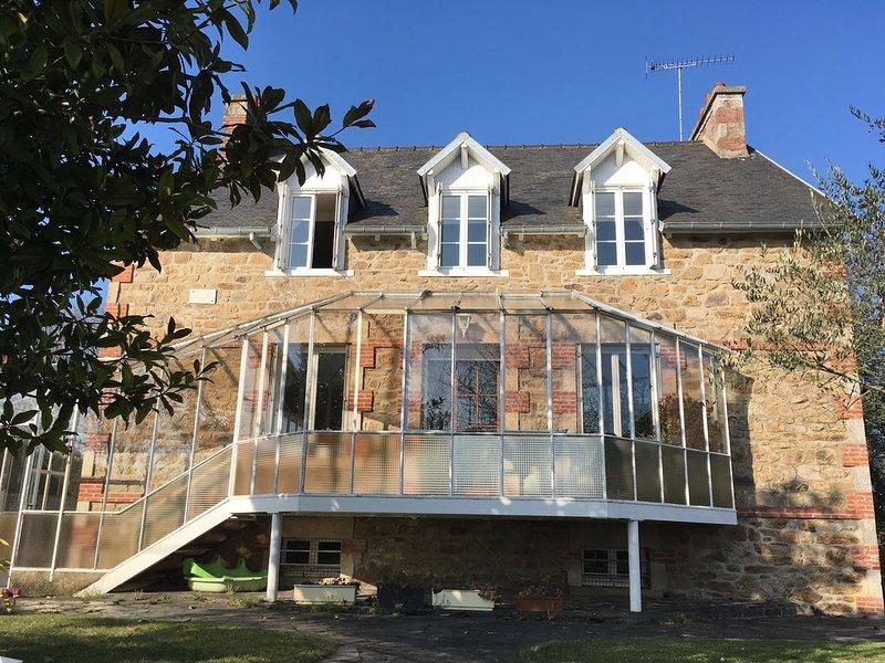 Maison familiale avec grand jardin, proche mer et plages, location de vacances à Morieux