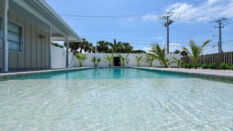 LAST MINUTE PRICE!!  BEACH OPEN!!   SIESTA KEY , PRIVAT POOL !, vacation rental in Siesta Key