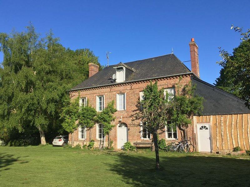 Superbe propriété rénovée par architecte à 15 mn de la mer, holiday rental in Angiens