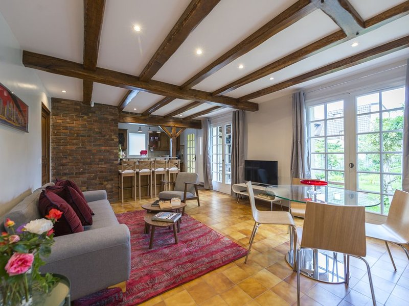 Belle maison avec grand jardin proche Paris et Disneyland, holiday rental in Chelles