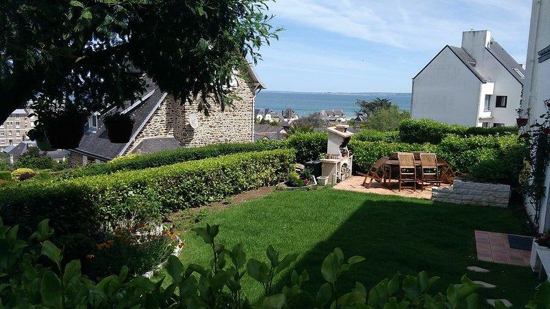 MAISON FACE A LA MER  150 M DE LA PLAGE des rosaires à proximité de Saint Brieuc, location de vacances à Pordic