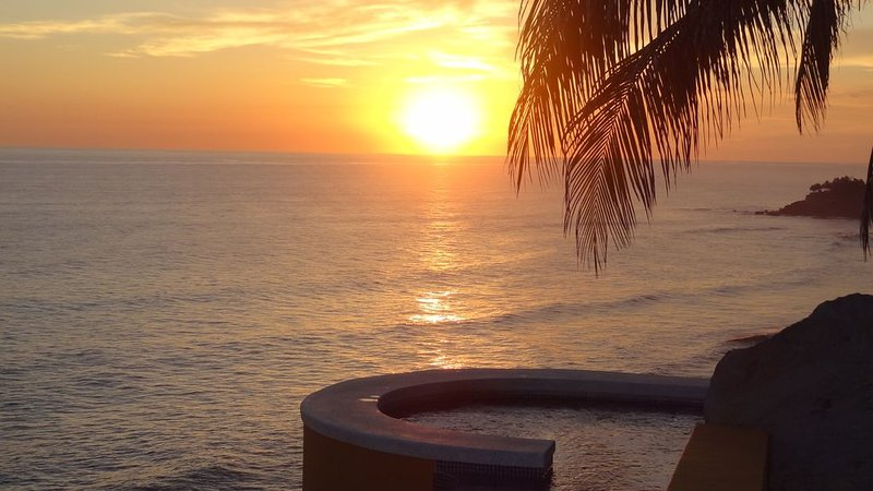 180 Degrees Of Spectacular Cliff Ocean Views, holiday rental in Santa Tecla