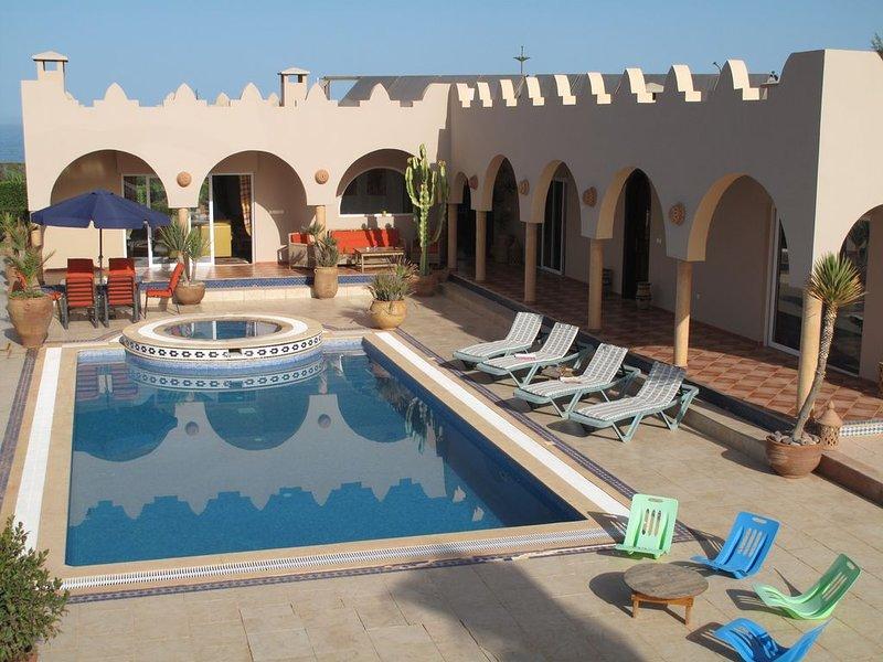 villa face mer quartier résidentiel, vacation rental in Mirleft