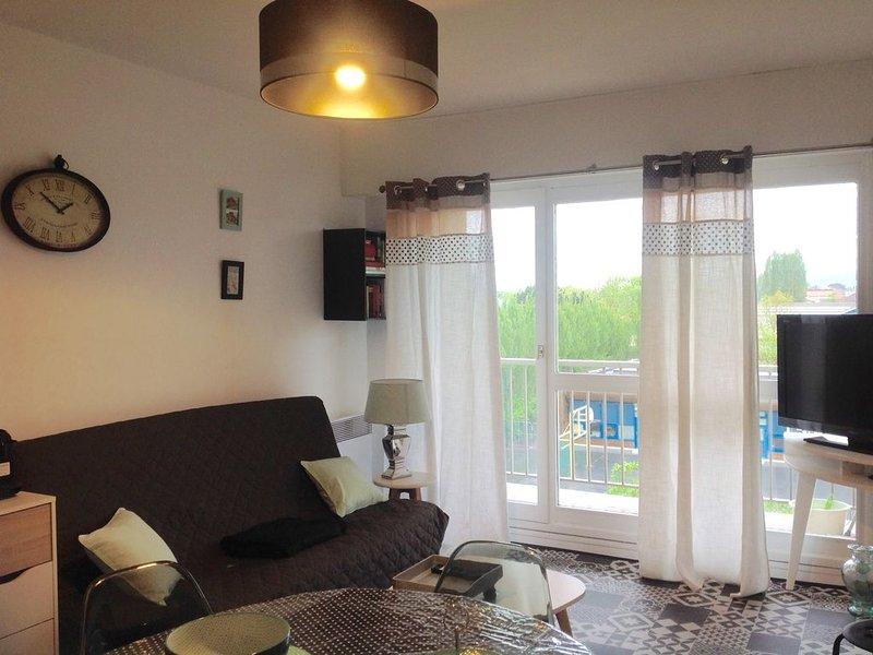 ❤***CABOURG-T2 tout équipé,cosy, TRÈS PROCHE mer et centre, balcon et parking❤, vacation rental in Cabourg