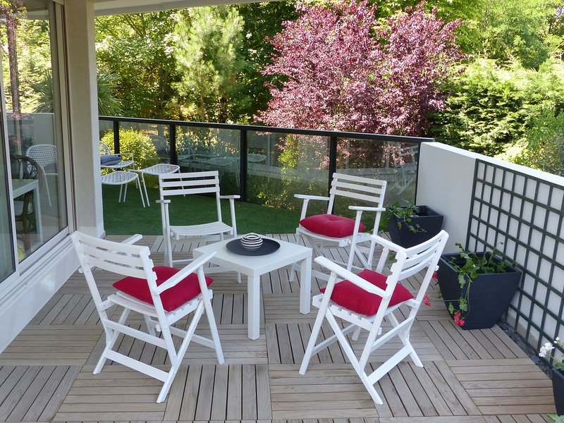 Grand studio 2  lumineux Wi-Fi  Terrasse + Jardin Plage 30 m, holiday rental in Le Pouliguen