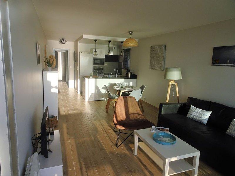 Cozinha aberta na sala de estar.