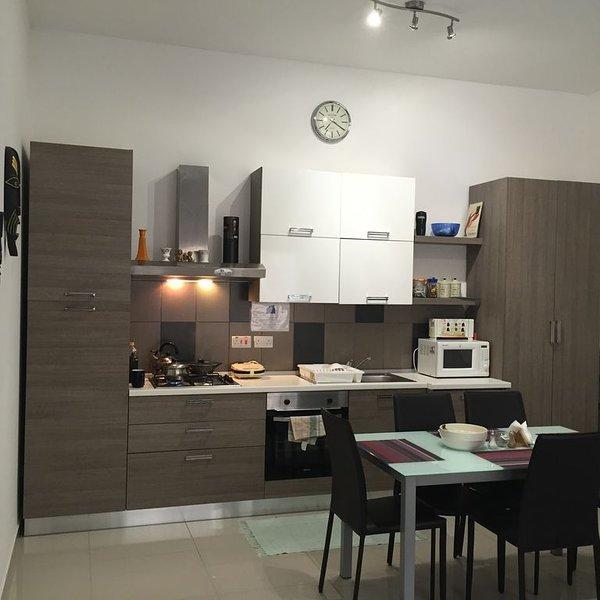 Viewpoint Modern Family Friendly - 3 bedroom Apartment in Ta'Giorni - San Giljan, vacation rental in San Gwann