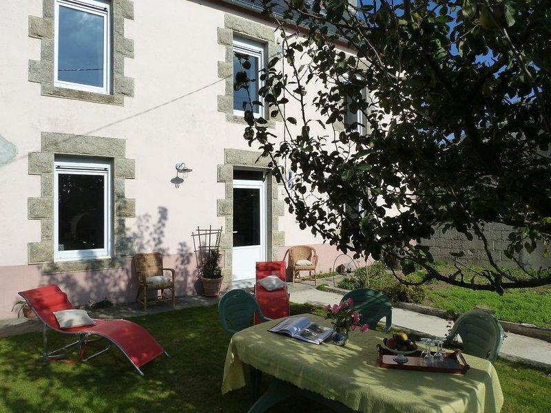 Maison typique, entièrement rénovée, confortable et chaleureuse., holiday rental in Ploneour Lanvern