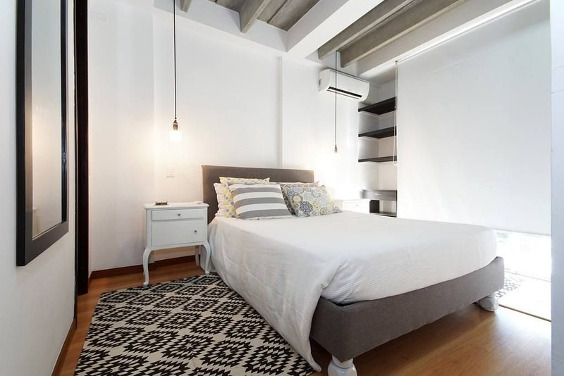 Modern and clean with great location- Moderno y limpio con excelente ubicacion, holiday rental in Cali