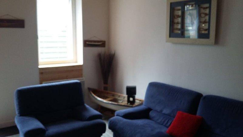 Maison de bourg à 20 minutes de Perros Guirec 6 personnes, holiday rental in Prat