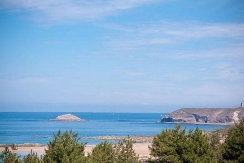 Appartement avec vue sur mer et sur le cap Frehel, casa vacanza a Frehel