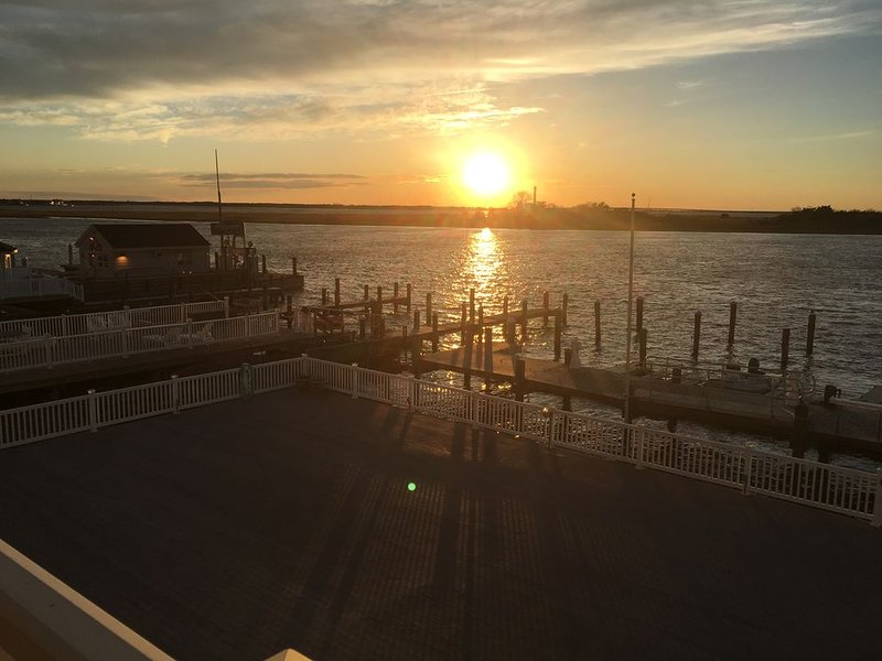 2 BR condo with gorgeous sunsets on the bay, in Ocean City NJ, vacation rental in Somers Point