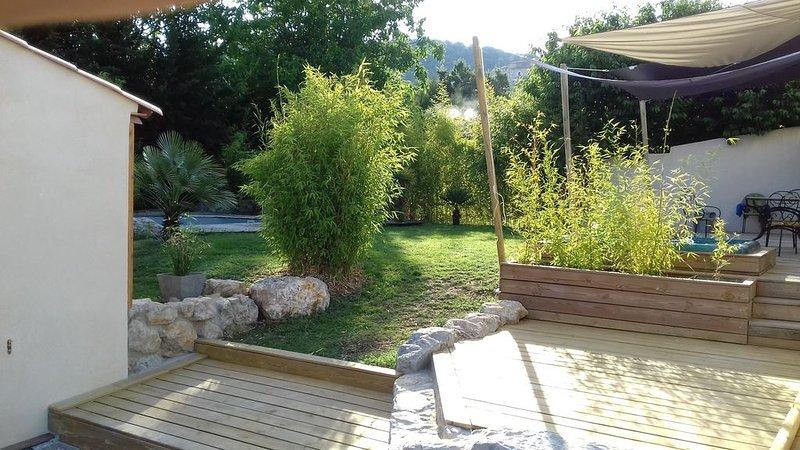 villa de vacances, au calme, avec jardin piscine et spa..., location de vacances à Niozelles