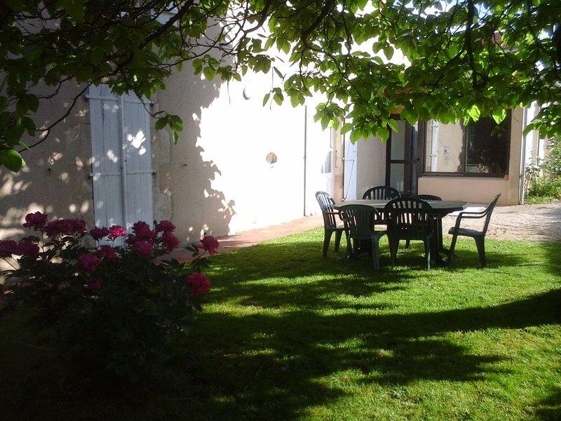 Gite 6 pers Proche du PUY DU FOU possibilité de court séjour, vacation rental in Bournezeau