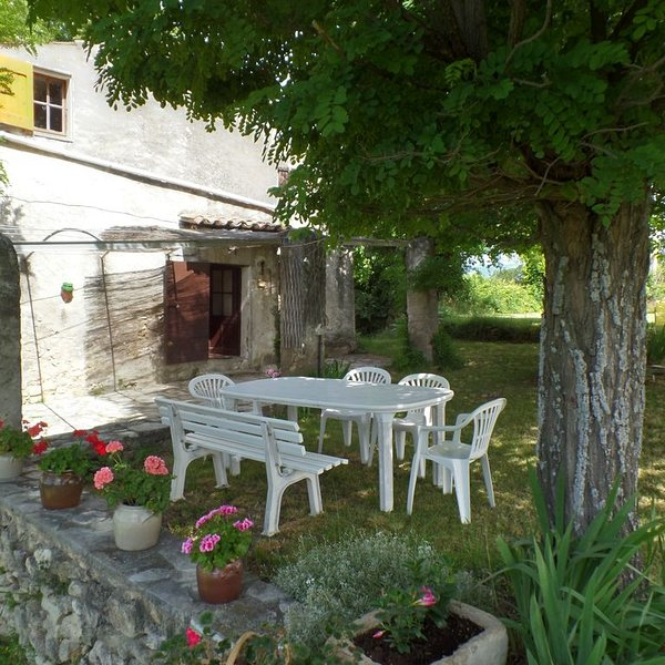 Ferme provencale piscine, holiday rental in Malijai