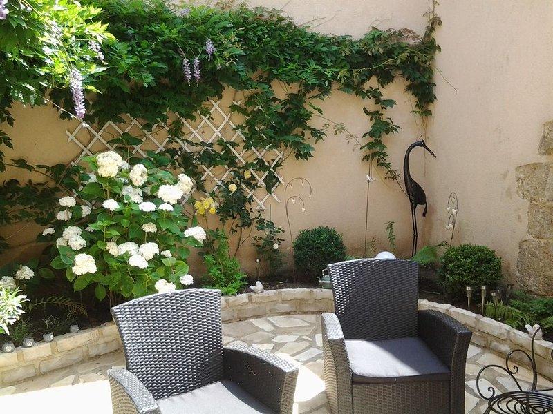 CHAMBRE D'HOTE  AVEC SALLE DE BAIN PRIVATIVE - B, casa vacanza a Avoise