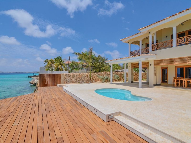 Oceanfront villa Dushi Lugar, private access to the ocean, location de vacances à Bonaire