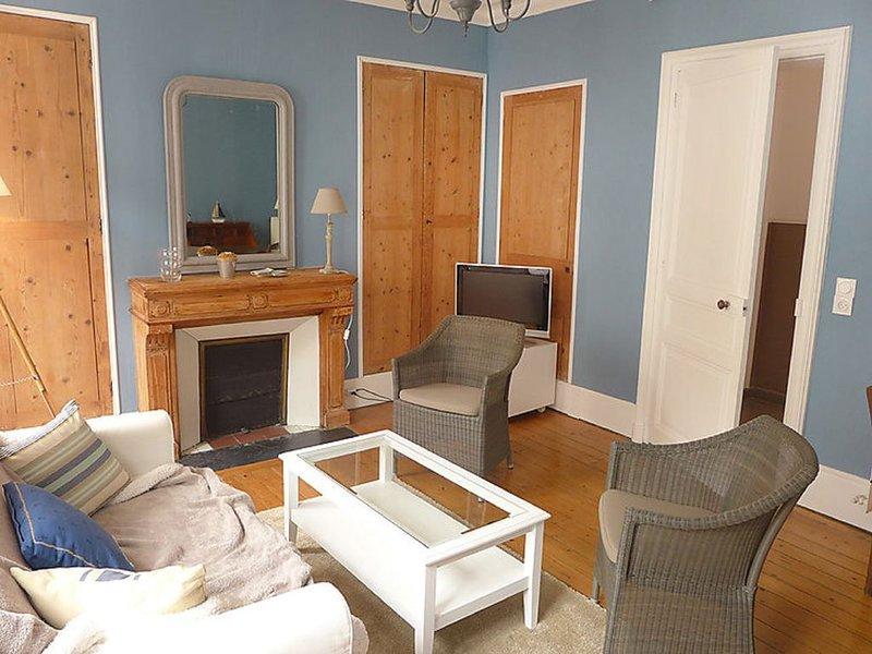 Charmant appartement en plein centre-ville de 63 m2, vacation rental in Deauville