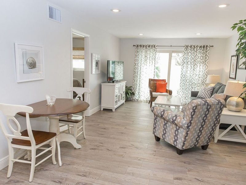 Siesta Key - Sarasota, Super Cute One Bedroom, Steps to the Beach!, vacation rental in Siesta Key