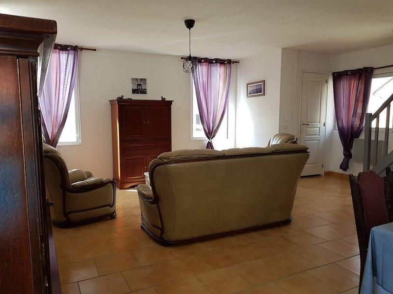 Gîte équestre/ Maison 3 chambres dans la Vallée de La loire., vacation rental in Noyant