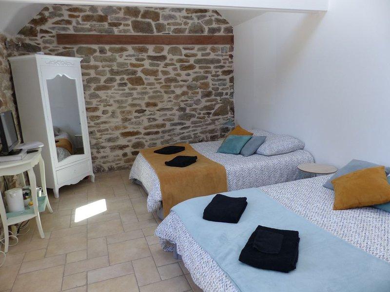 Chambre familiale, à 2 mn de la plage aménagée, holiday rental in La Vicomte-sur-Rance