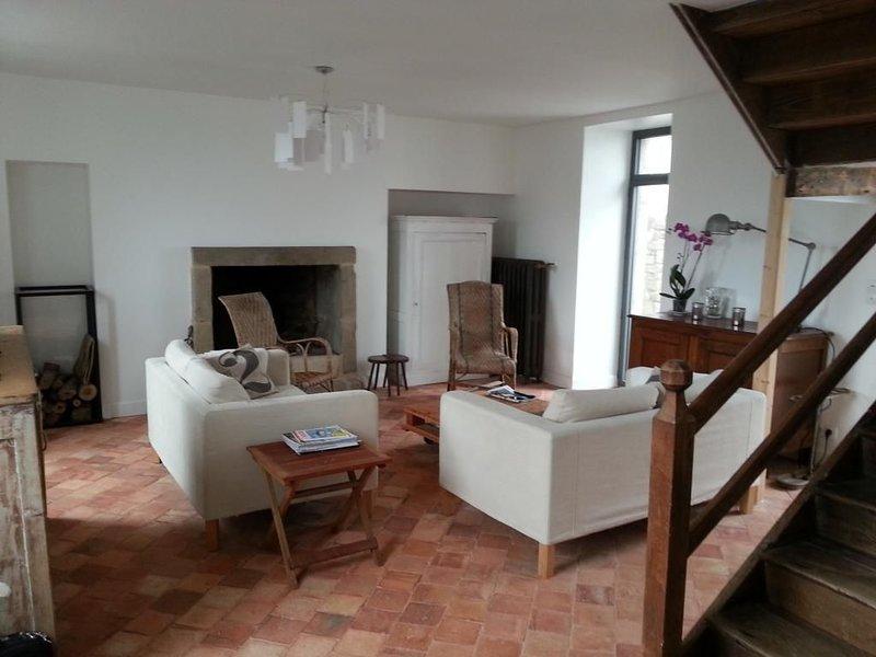 Maison au cœur du village de Saint Pierre Quiberon à 100 mètres de la plage, holiday rental in Saint-Pierre-Quiberon