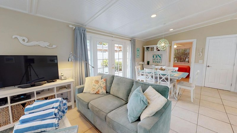 Modern Beach Cottage with Heated Pool  Close to Beach, vacation rental in Holmes Beach