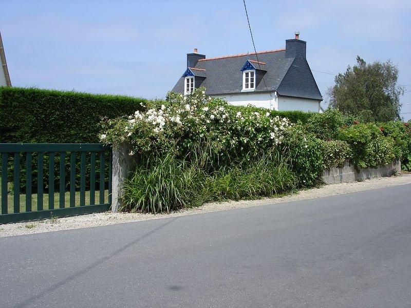 Maison de pêcheur à 100 m de la mer avec wifi, holiday rental in Saint-Michel-en-Greve