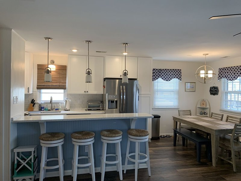 Renovated family-friendly home with 2nd floor sunset views! 2 blocks to beach, alquiler de vacaciones en Ocean City