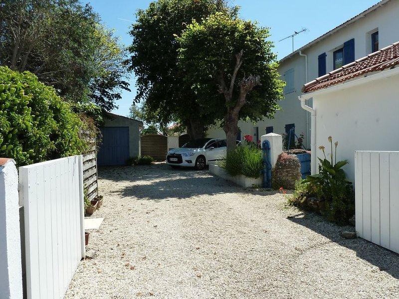Charmant petit appartement à 300 m de la plage, vacation rental in La Gueriniere
